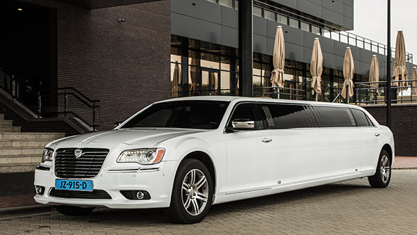 Chrysler 300 Hollywood Limo (*NIEUW) Kring van dorth