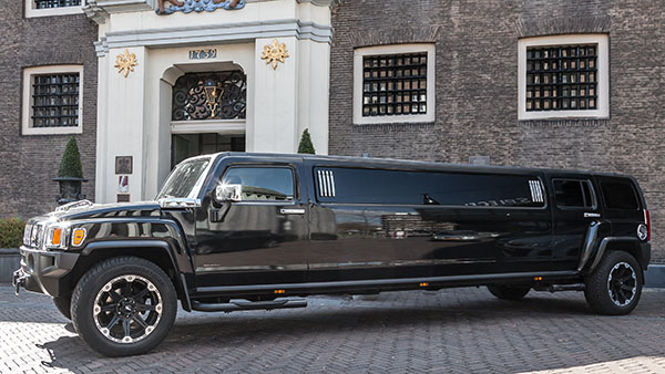Hummer superstreched limo zwart Nuenen
