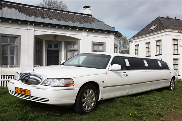 Lincoln Superstreched Executive limo Bennekom